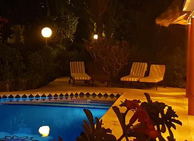 villa equipée de piscine - vue panoramique de nuit